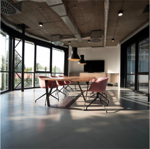 Limpieza en las oficinas de superficies de melamina